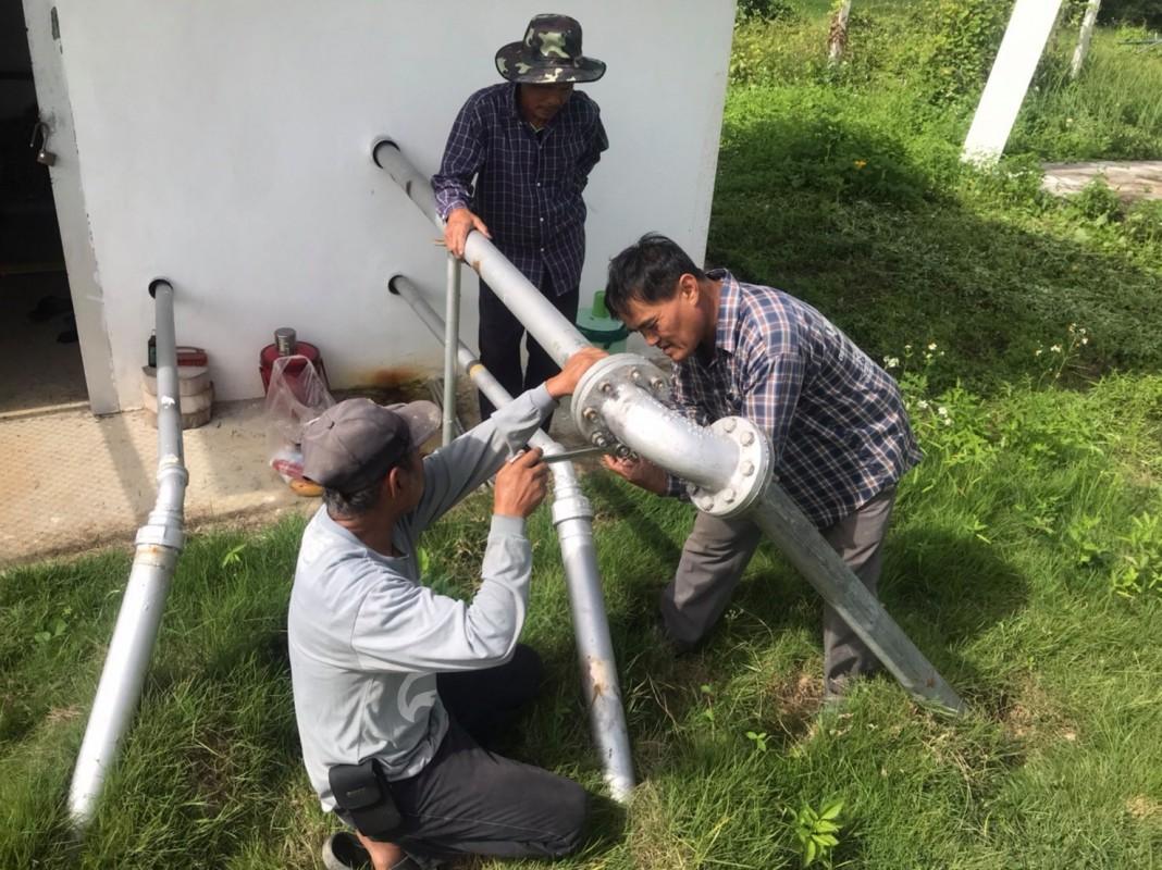 กองช่าง อบต.ดอยงาม ส่งเจ้าหน้าที่เข้าช่วยเหลืองานซ่อมแซมประปากับคณะกรรมการหมู่บ้าน บ้านสันมะกอกในการเปลี่ยนท่อส่งน้ำใหม่ เพื่อให้ใช้งานได้ดีขึ้น สะดวกขึ้น และน้ำที่สะอาดขึ้น